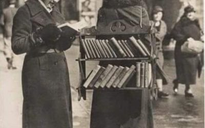 A Walking Library in London during the 1930s- another ingenious  way to get libraries out in the streets !